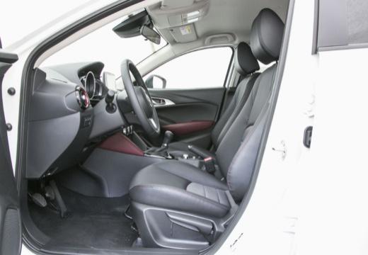 MAZDA CX-3 I hatchback biały wnętrze