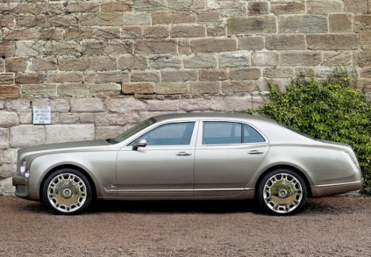 BENTLEY Mulsanne sedan silver grey boczny lewy