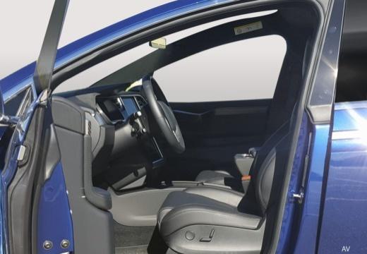 TESLA Model X I hatchback wnętrze