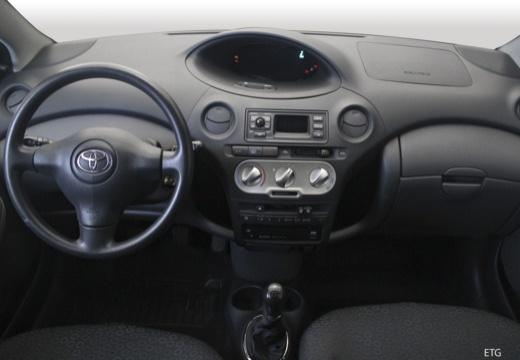 Toyota Yaris II hatchback tablica rozdzielcza