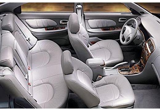 HYUNDAI Sonata IV sedan wnętrze