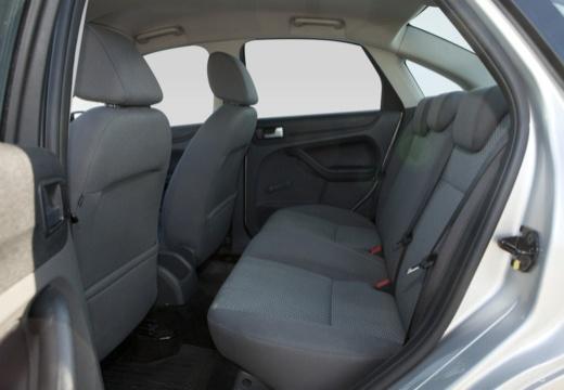 FORD Focus III sedan silver grey wnętrze