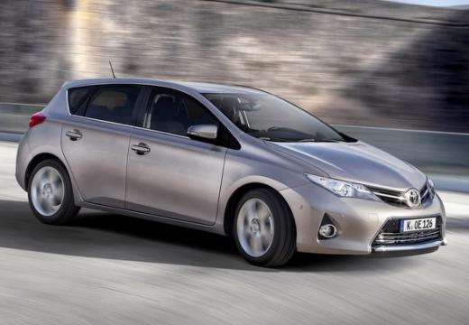 Toyota Auris hatchback silver grey przedni prawy