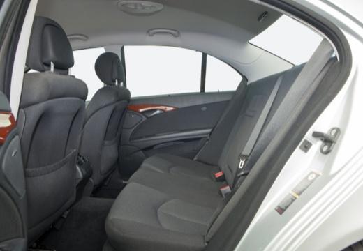 MERCEDES-BENZ Klasa E W 211 II sedan wnętrze