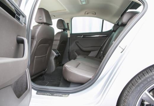 SKODA Superb III I hatchback wnętrze