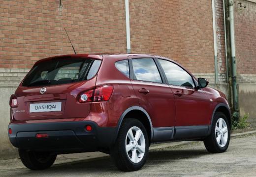 NISSAN Qashqai I hatchback czerwony jasny tylny prawy
