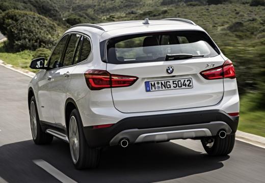 BMW X1 kombi biały tylny lewy