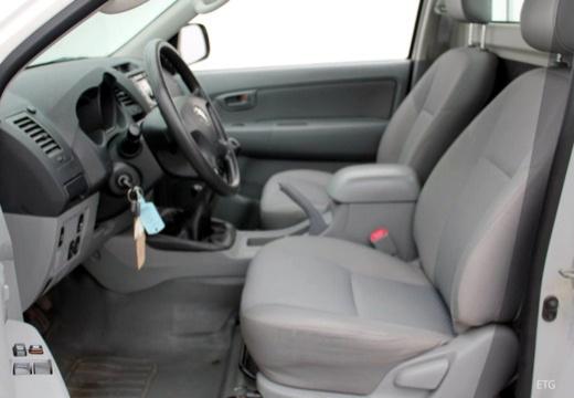 Toyota HiLux IV pickup wnętrze