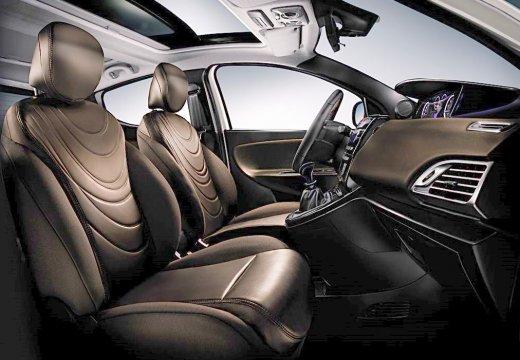 LANCIA Ypsilon III hatchback biały wnętrze
