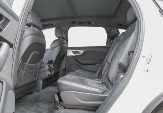 AUDI Q7 III kombi wnętrze