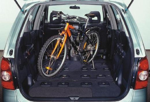 MAZDA MPV III van przestrzeń załadunkowa