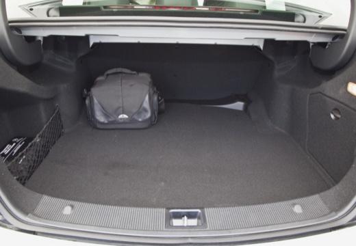MERCEDES-BENZ Klasa C W 204 II sedan przestrzeń załadunkowa