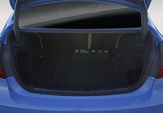 BMW Seria 3 F30/F80 sedan przestrzeń załadunkowa