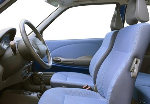 FIAT 600 hatchback czarny wnętrze