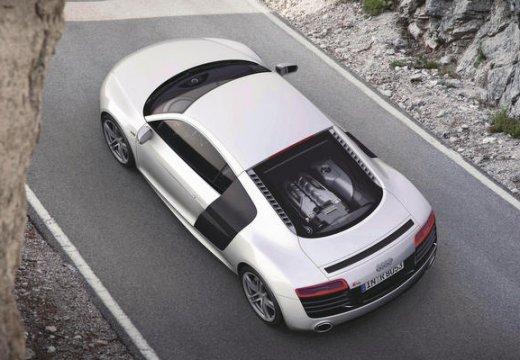 AUDI R8 coupe biały tylny lewy