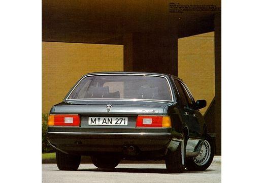 BMW Seria 7 sedan zielony tylny prawy