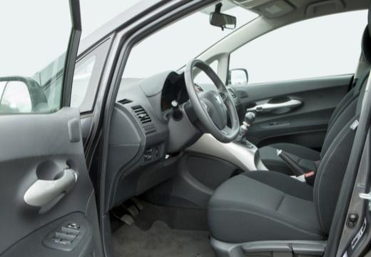 Toyota Auris II hatchback szary ciemny wnętrze