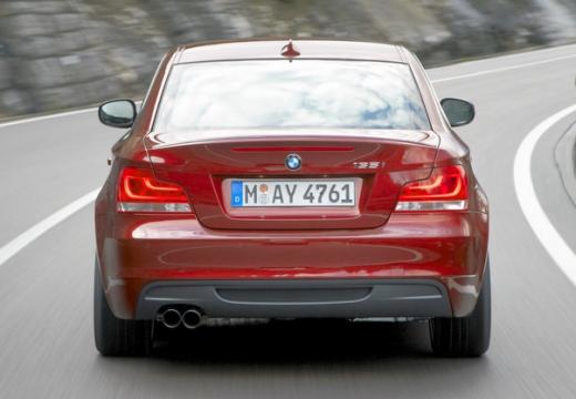 BMW Seria 1 coupe czerwony jasny tylny