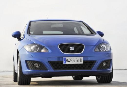 SEAT Leon III hatchback niebieski jasny przedni