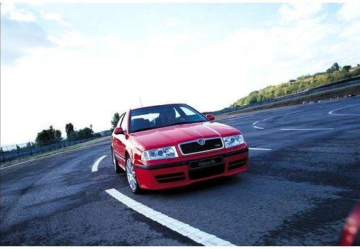 SKODA Octavia II hatchback czerwony jasny przedni prawy