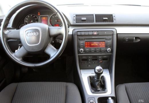 AUDI A4 8E II sedan tablica rozdzielcza