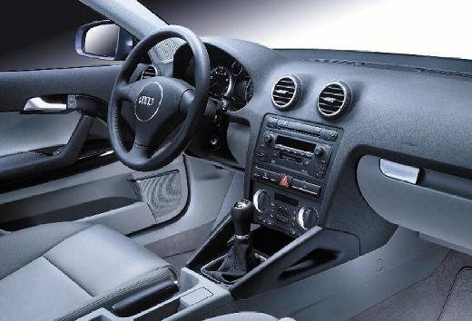 AUDI A3 1.6 Ambition Hatchback 8P II 102KM (benzyna)