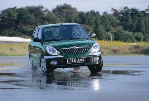 DAIHATSU Sirion hatchback zielony przedni prawy