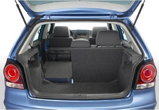 VOLKSWAGEN Polo IV II hatchback niebieski jasny przestrzeń załadunkowa