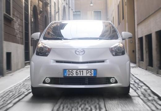 Toyota iQ I hatchback biały przedni