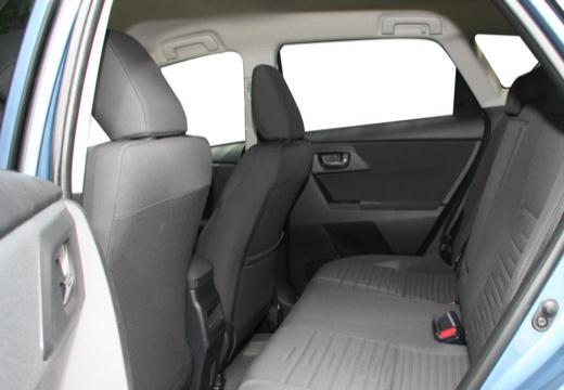 Toyota Auris II hatchback niebieski jasny wnętrze
