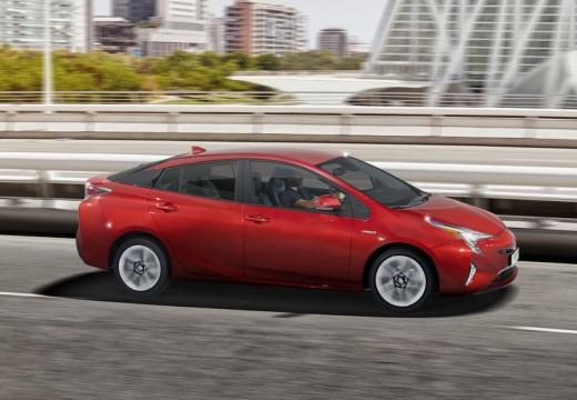 Toyota Prius hatchback czerwony jasny boczny prawy