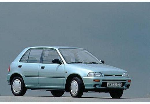 DAIHATSU Charade hatchback niebieski jasny przedni prawy