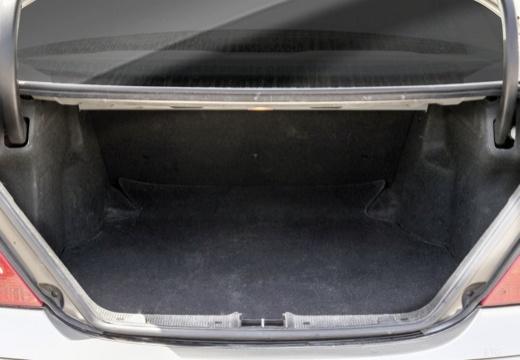 MERCEDES-BENZ Klasa C W 203 II sedan przestrzeń załadunkowa