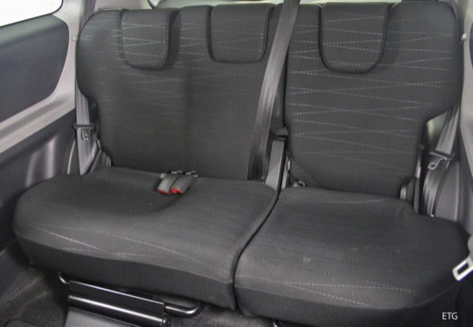 Toyota Yaris hatchback wnętrze