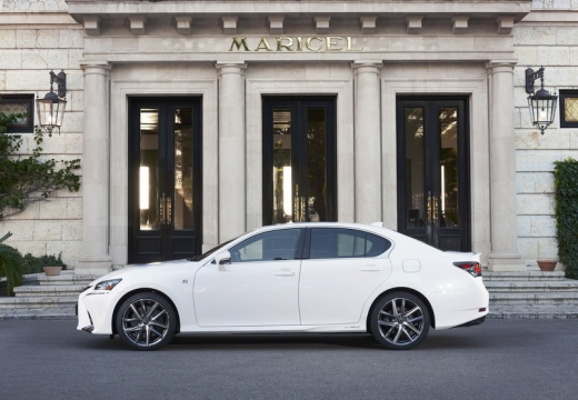 LEXUS GS V sedan biały boczny lewy