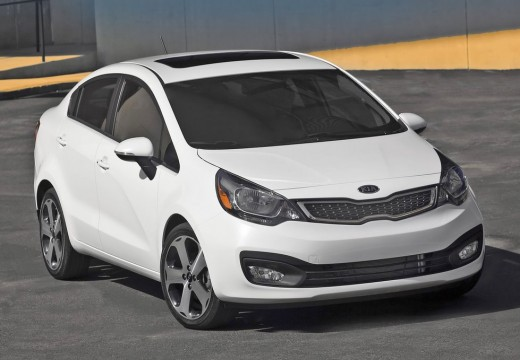KIA Rio V sedan biały przedni prawy