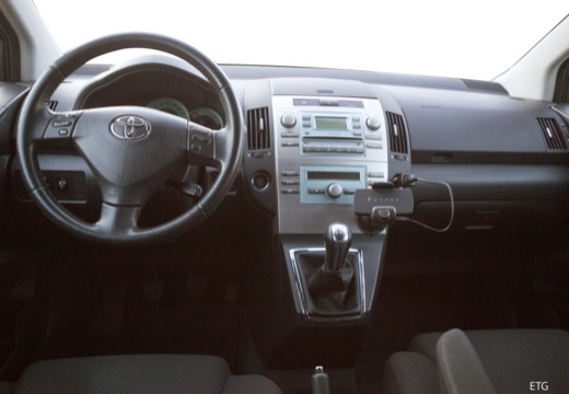 Toyota Corolla Verso II kombi mpv tablica rozdzielcza