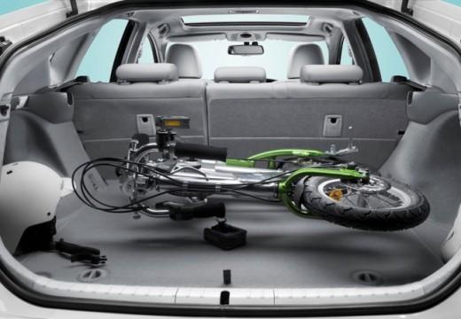 Toyota Prius II hatchback przestrzeń załadunkowa
