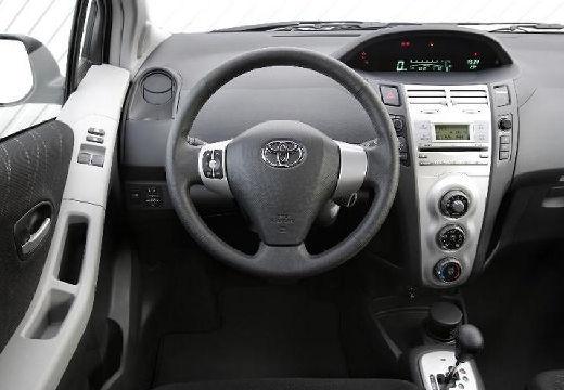 Toyota Yaris III hatchback tablica rozdzielcza