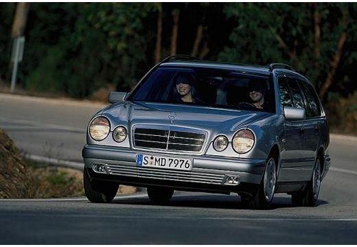 MERCEDES-BENZ Klasa E S 210 I kombi silver grey przedni lewy