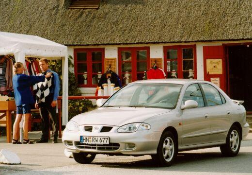 HYUNDAI Lantra III sedan silver grey przedni lewy