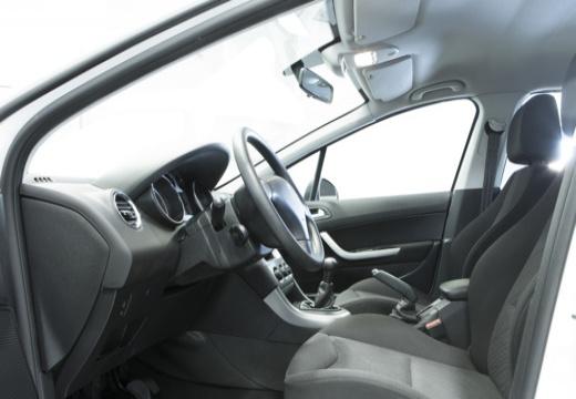 PEUGEOT 308 II hatchback wnętrze