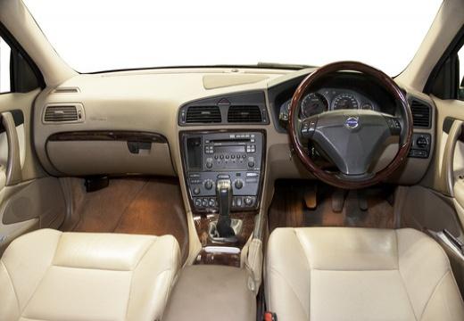 VOLVO S60 III sedan czarny tablica rozdzielcza