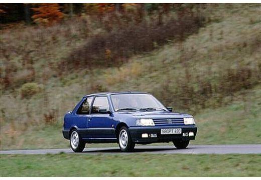 PEUGEOT 309 I hatchback niebieski jasny przedni prawy