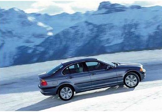 BMW Seria 3 sedan niebieski jasny boczny prawy