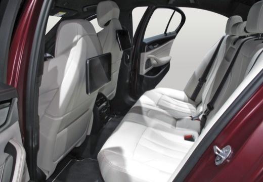 BMW Seria 5 G30 sedan wnętrze