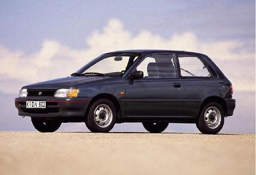 Toyota Starlet hatchback niebieski jasny przedni lewy