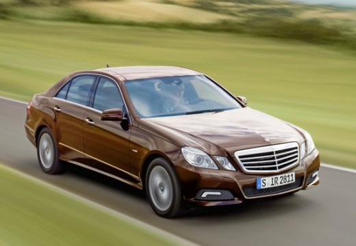 MERCEDES-BENZ E 200 CGI BlueEff. Avantgarde Sedan W 212 I 1.8 184KM (benzyna)