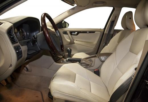 VOLVO S60 III sedan czarny wnętrze