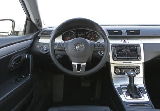 VOLKSWAGEN Passat CC sedan biały tablica rozdzielcza